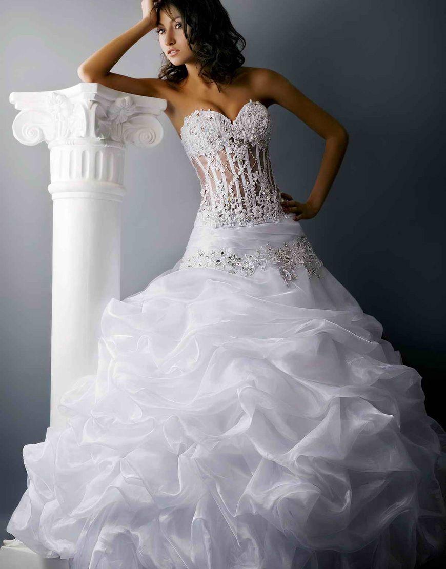 Свадебное платье со шлейфом для